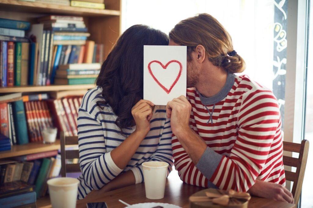 英語で読み取るオンライン恋愛の事情【英語音声配信】Blog photo