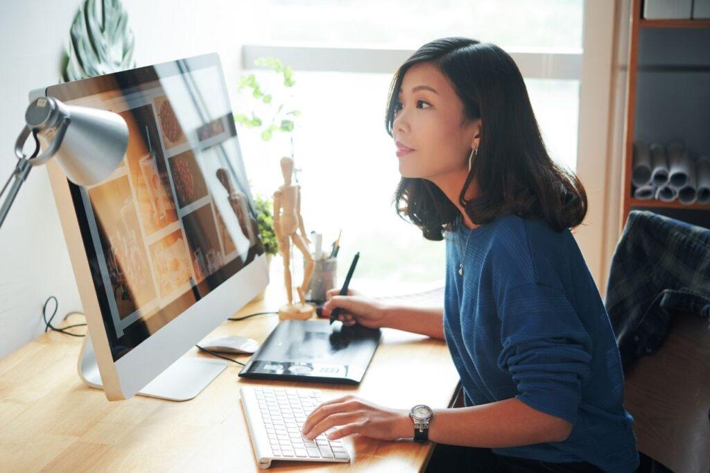 women-tech-web-designer