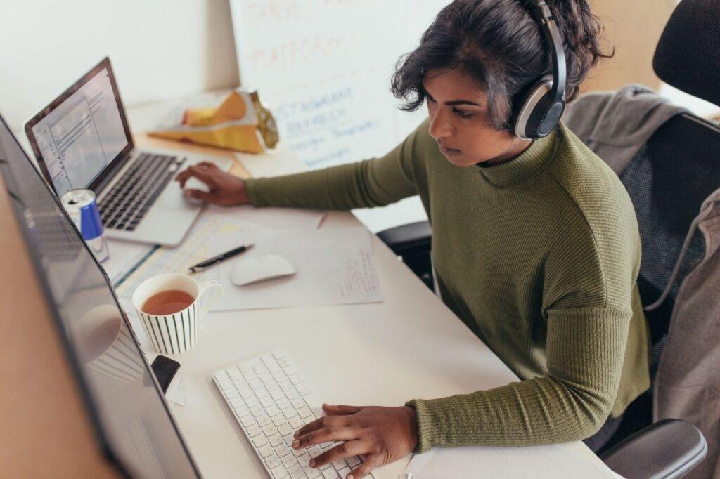 women-creative-computer-programmer