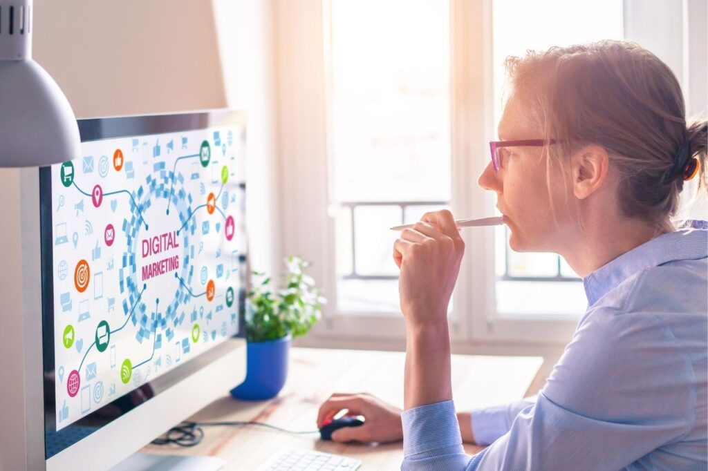 women-creative-digital-marketer